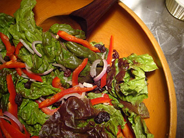 Simple green salad with red peppers and currants — see how pretty?